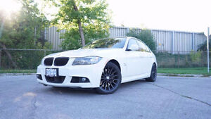 BMW 335xi *M-SPORT PACKAGE* Navigation / Sunroof / Clean