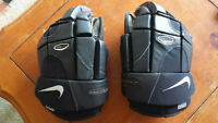 Nike Senior Hockey Gloves