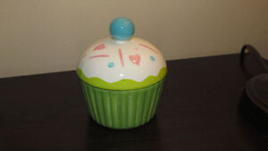 """Cupcake"" candy dish - new/never used - only $3"