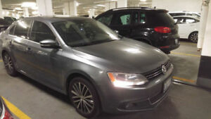 2014 Volkswagen Jetta Highline - Leather, Navigation and more!