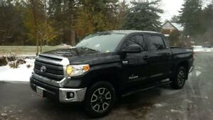 Toyota Tundra Crew Max Mint Condition