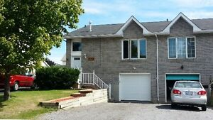 CUTE BACHELOR IN GREAT WEST END LOCATION! - 973-2 Warburton Cr