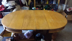 Beautiful Antique 4 X 6 Wood Dinning Room Table with Chairs