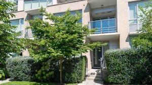 Beautiful Townhouse in Kits - 2Br + Den