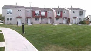 Nice3 bedroom townhouse in Penbrook @ $1150 pls text 587-8911813