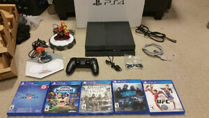 >>> NICE 10/10 PS4 + GAMES BUNDLE COMPLETE IN THE BOX $300 <<<