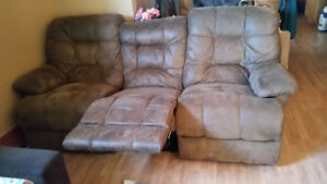 Full sized couch London Ontario image 2