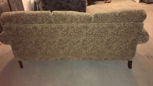 COUCH LIKE NEW!! DON'T MISS OUT ON THIS DEAL London Ontario image 4