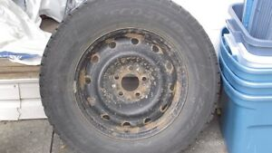 Comme neuf - 4 pneus d'hiver / Like new 4 Winter Tires withs Rim Gatineau Ottawa / Gatineau Area image 1