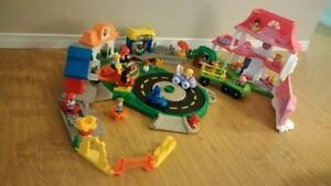 Little People Lot. Multiples sets + extra people, cars