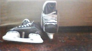 Quality pair of youth skates, Bauer size 4.