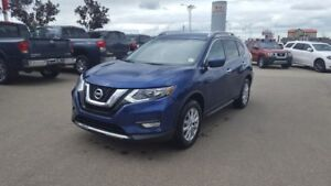 2017 Nissan Rogue AWD SV Accident Free,  Bluetooth,  A/C,