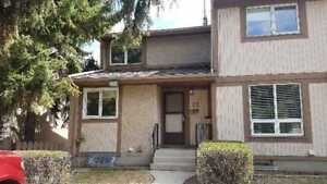 Townhouse for sale saskatoon Close access to UofS