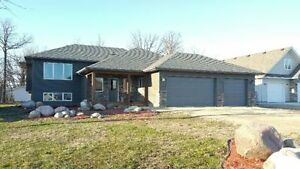 Fantastic 5 bdrm home on a newly devloped bay in Grunthal!