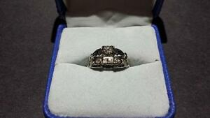 18K Ladies White Gold Diamond Wedding Ring Set