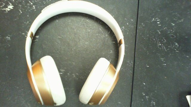 BEATS WIRELESS HEADPHONESin Southside, GlasgowGumtree - BEATS SOLO WIRELESS HEADPHONES. GOLD IN COLOUR. COMES WITH CHARGER CABLE. GOOD CONDITION, MINOR SCRATCHES ON SURFACE