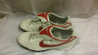 Brand New Nike Soccer Shoes Cleats White Red 8 US Football