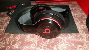 beats by day solo2 - non wireless 9/10 black red white