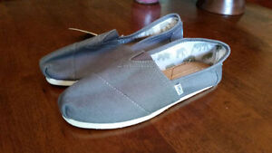 Brand New Women's Toms Size 10