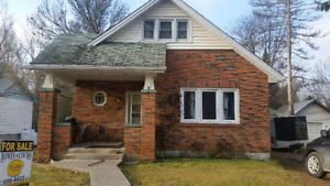 Great House for Sale! Main street of Apsley