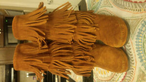 Minnitonkas Ladies Suede Boots