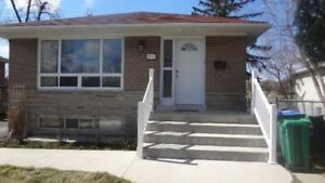Spacious 2 bedroom basement apartment - Walk to Clarkson Go
