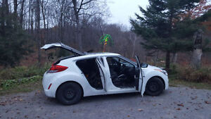 REDUCED AND CERTIFIED 2012 Hyundai Veloster Hatchback Peterborough Peterborough Area image 4