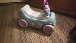 Frozen Musical Winter Coach 2-in-1  Wagon/Ride- On