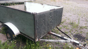 4' X 6.5' Utility trailer, ready for use, working lights, solid