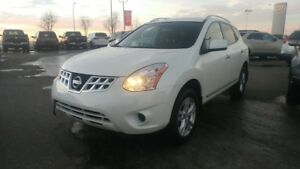 2013 Nissan Rogue SV AWD Accident Free,  Heated Seats,  Back-up