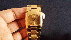 LADIES GUCCI GOLD WATCH