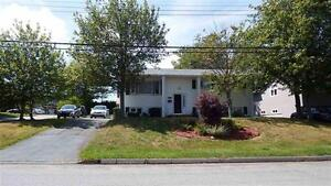 91 Spence Drive , well maintained 5 bedroom home !!!!