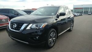 2017 Nissan Pathfinder SL AWD Accident Free,  Leather,  Heated S