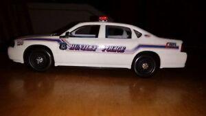 Grosse voiture de police .