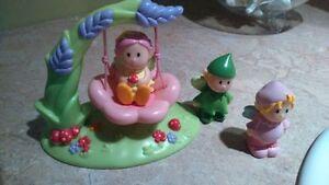 ensemble de petits jouets fées avec balancoire-excellent état