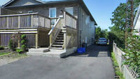 Attractive 3 Bedr. Apartment Unit Near Fairview Mall