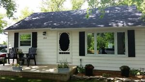 Brights Grove Bungalow For Lease