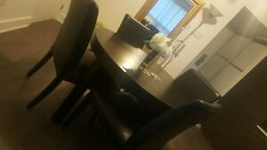 Dining table with 4 chairs - extendable table