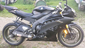 2008 YAMAHA R6 RAVEN SELLING FOR PARTS SOME DAMAGE ONLY 5000kms