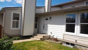 Bungalow Townhouse  in Knottwood