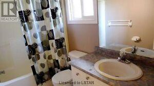 3BR Home UPPER Level $1590 All Inclusive, Wonderland/Riverside London Ontario image 4