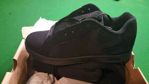 black etnies shoes new in the box
