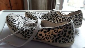 Leopard running shoes size 10