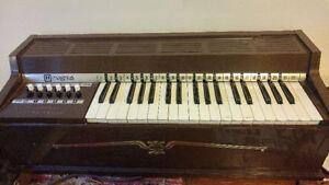 Orgue à vent électronique vintage Magnus (Vintage wind organ)