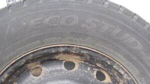 Comme neuf - 4 pneus d'hiver / Like new 4 Winter Tires withs Rim Gatineau Ottawa / Gatineau Area image 3