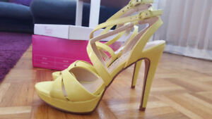 Yellow sandals NEW size 6,5