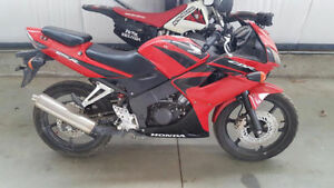 * MINT RED HONDA 125 CBR !!**PRICED TO SELL!