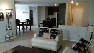 LUXURY LIVING !!! CORNER 2BED+DEN SUITE - LAKEVIEW - BALCONY
