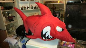 jouet enfant:gros toutou requin,3 toutou singe,9 snoopy,4 tweety