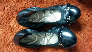*Reduced*Brand New in Box* Black Dexflex Flats with gold buckles
